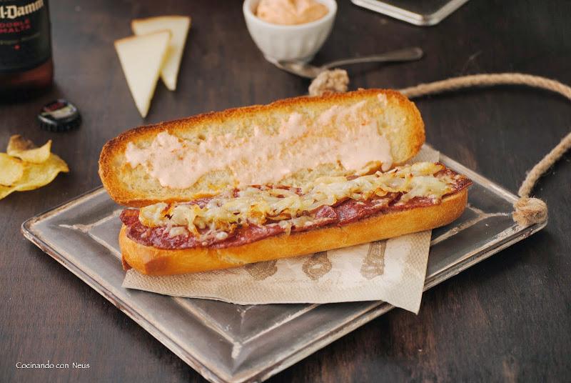 Bocadillo caliente de chorizo ibérico con queso manchego