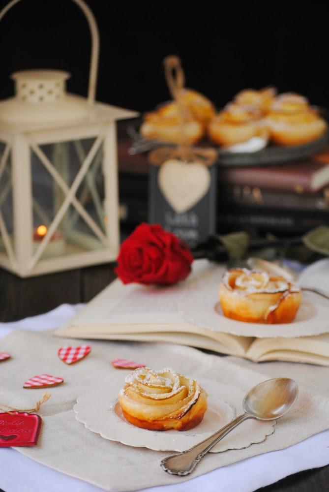 Flores de hojaldre con manzana y canela
