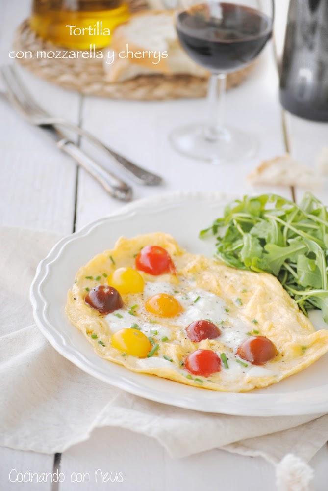 Tortilla con mozzarella y tomates cherrys