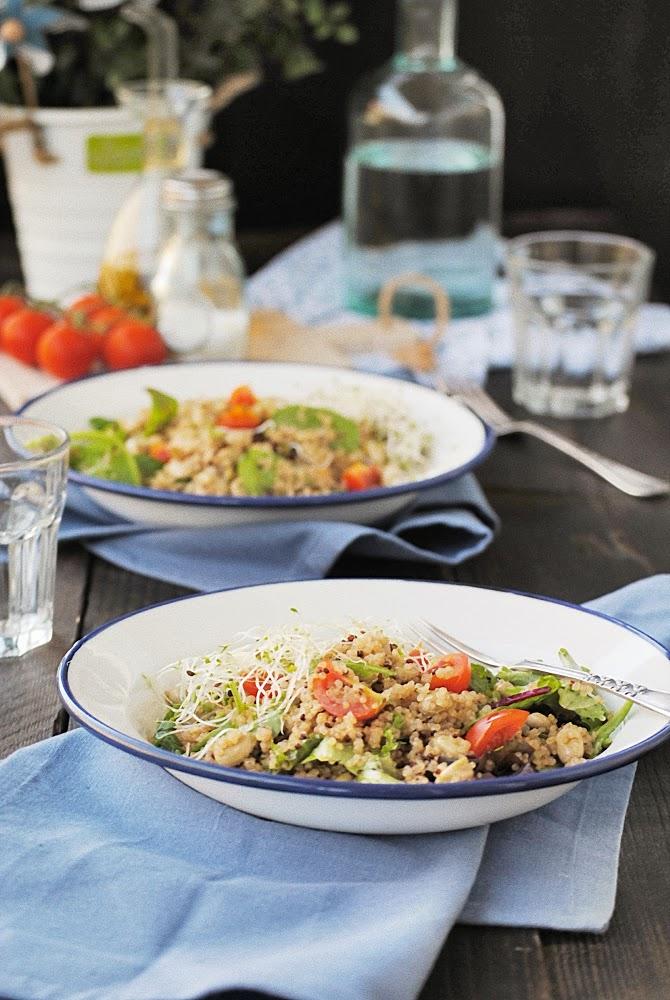 Ensalada de quinoa con habitas y vinagreta de mostaza