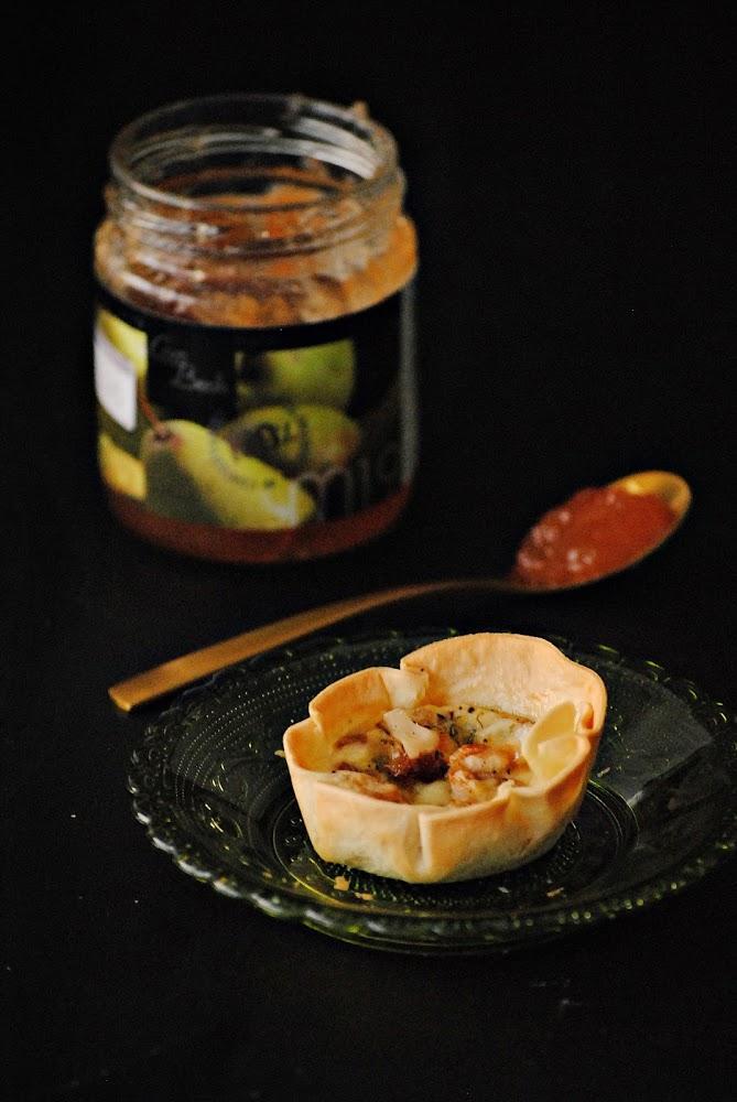 Tartaletas de gorgonzola con mermelada de pera
