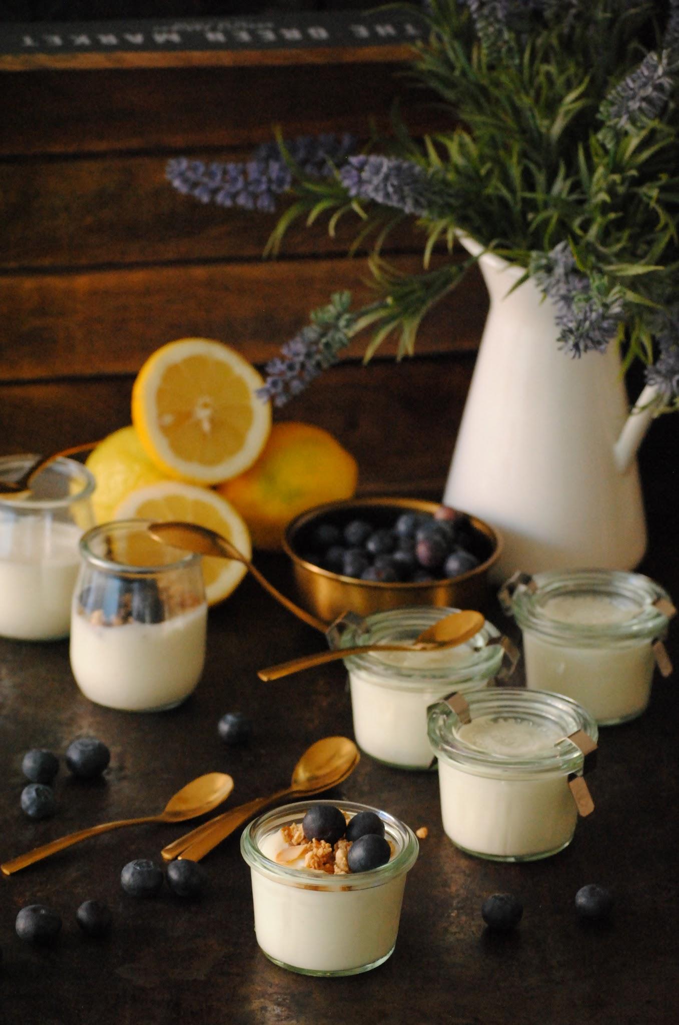 Vasitos de crema de yogur al limón