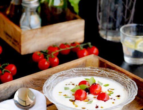 Sopa de mozzarella con tomatitos y olivada