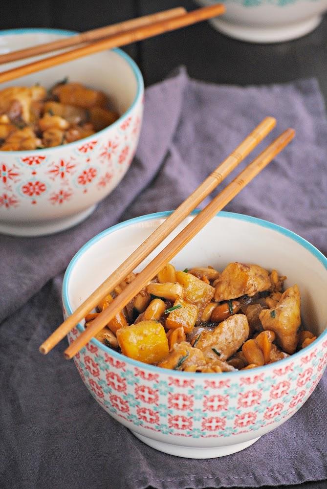Pollo con piña y cacahuetes