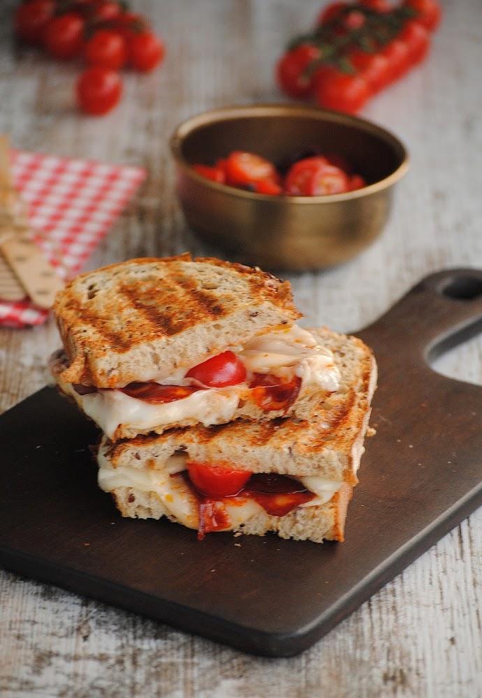 Sandwich de chorizo con queso