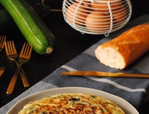 Tortilla de calabacín con cebolla