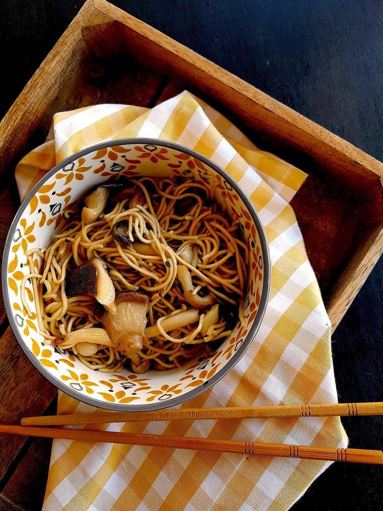 Fideos chinos con shitake y sésamo