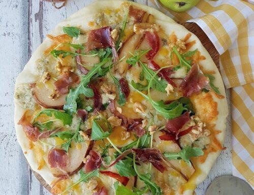 Pizza de gorgonzola, pera y jamón ibérico
