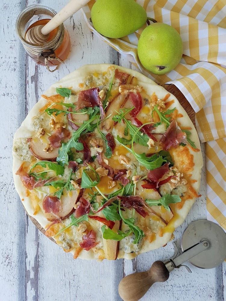 Pizza de gorgonzola con pera
