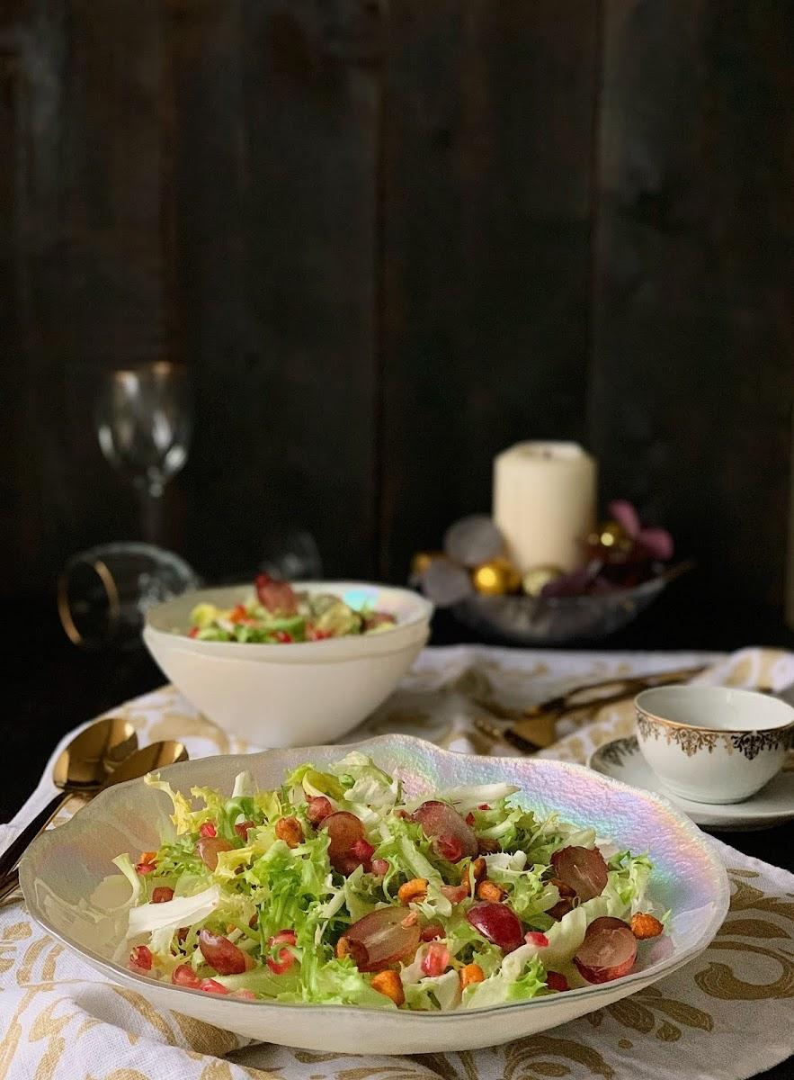 Ensalada de escarola con perlas de granada y crujiente de maíz, Cocinando con Neus