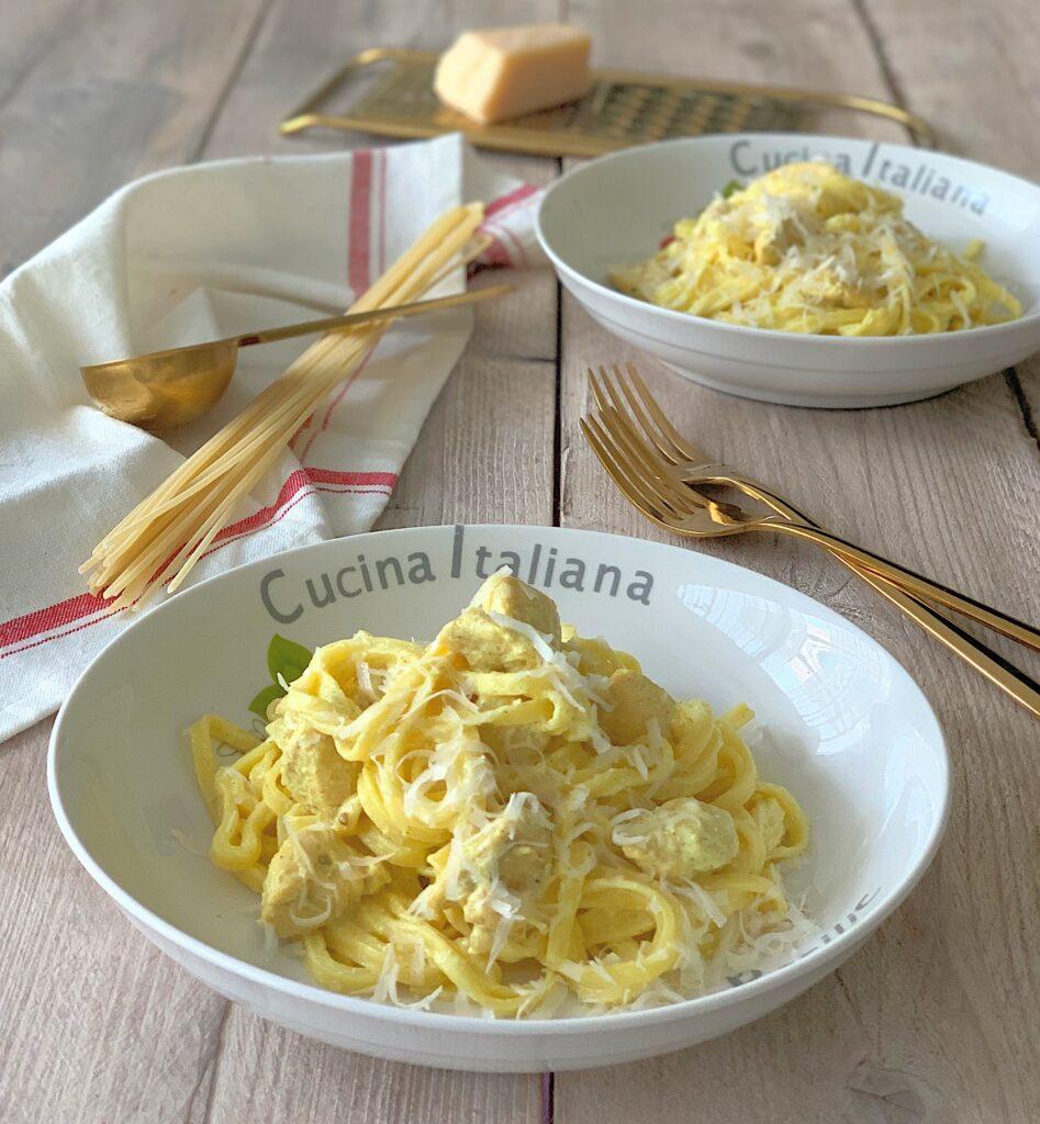 Espaguetis con pollo al curry