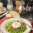 Guisantes con jamón ibérico y huevo poché