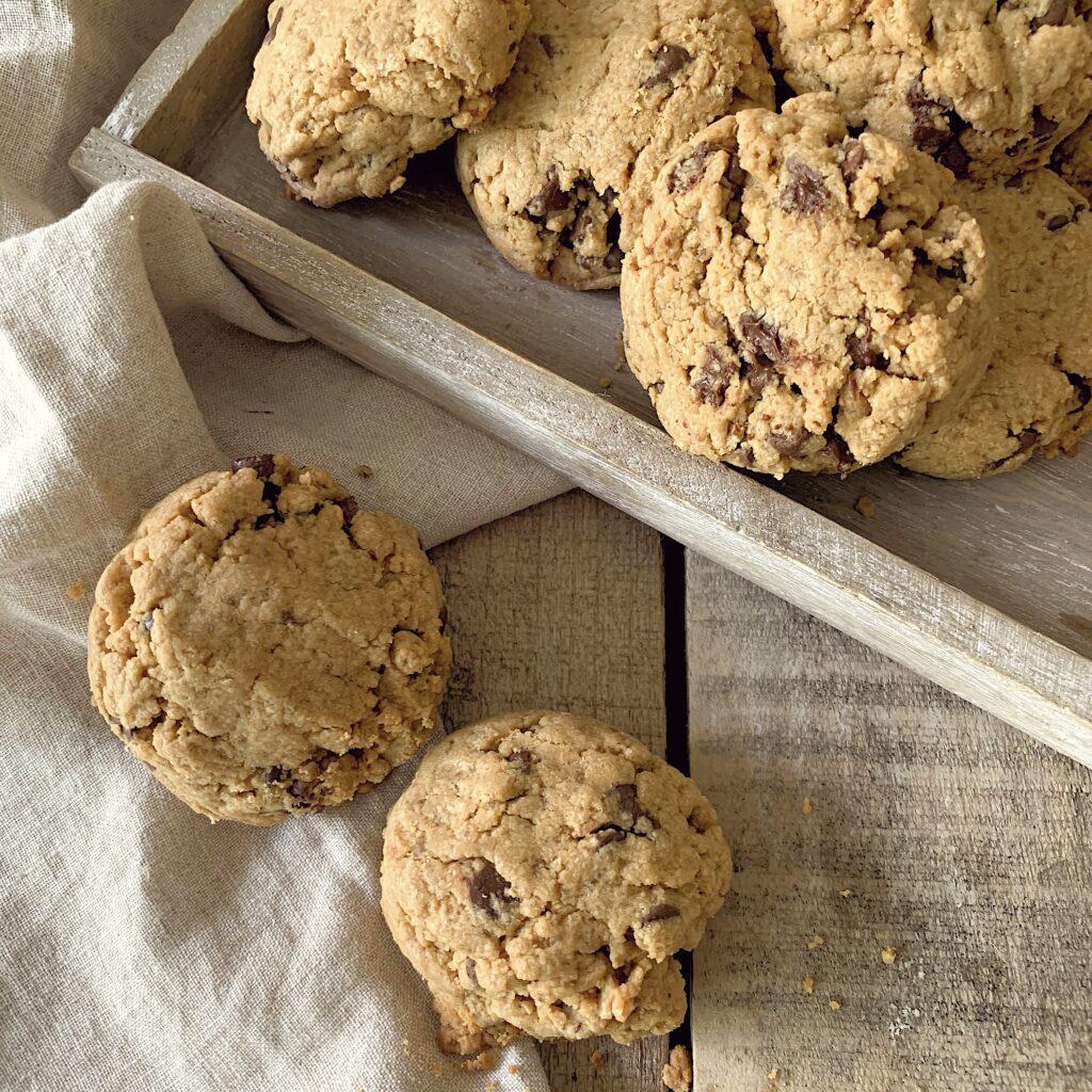 Cookies de mantequilla de cacahuete con gotas de chocolate
