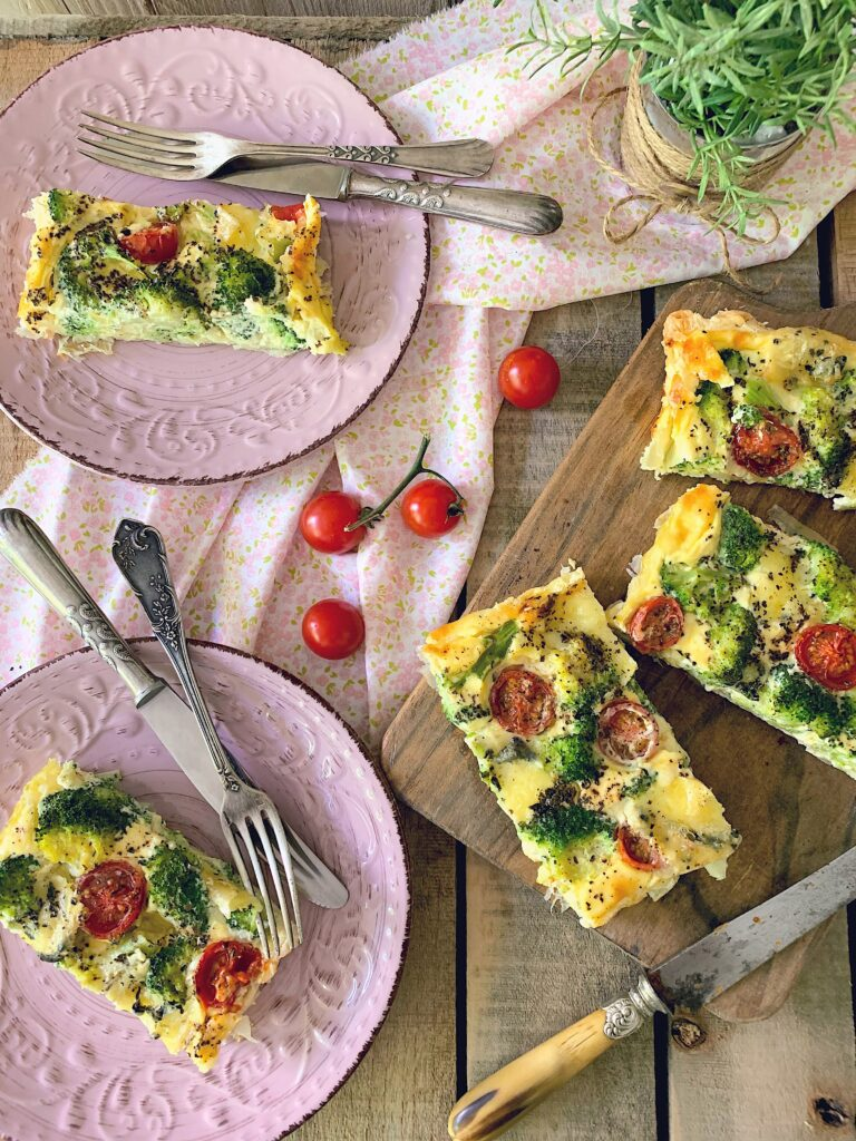 Tarta de brócoli con mascarpone y tomates cherry
