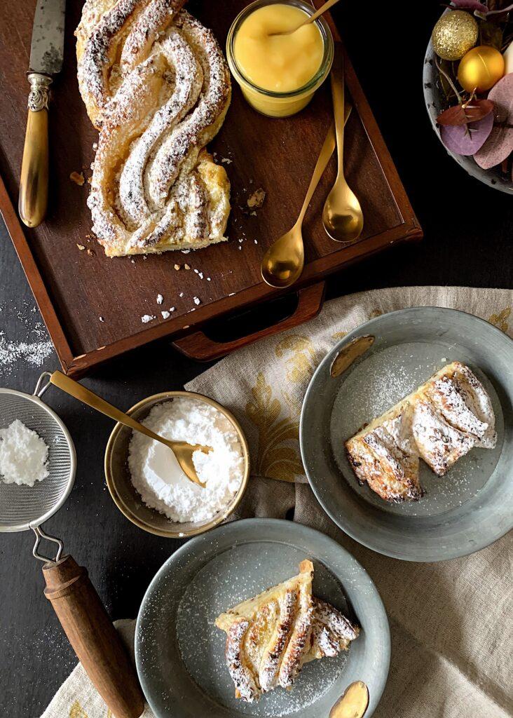 Trenza de hojaldre con lemon curd y mascarpone