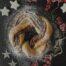 Corona de hojaldre rellena de Nutella con avellanas