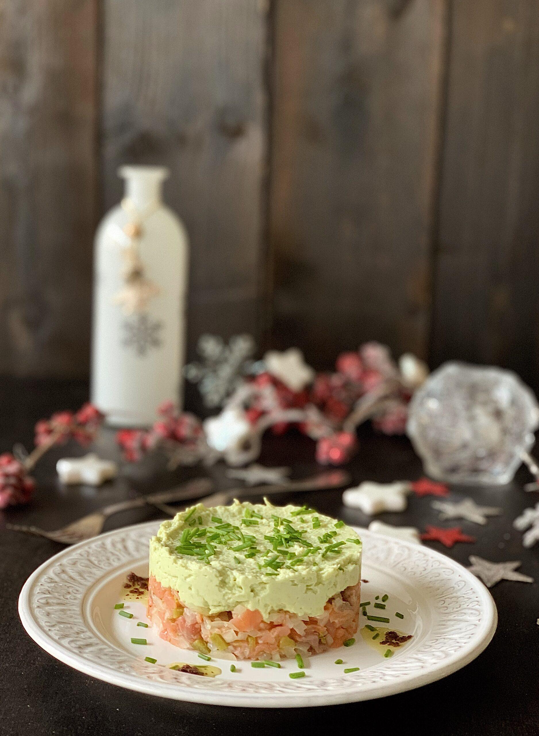 Steak tartar de salmón ahimado con aguacate