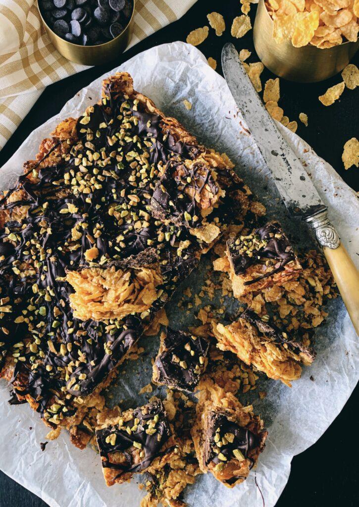 Cuadraditos de corn flakes con cacahuete y coco